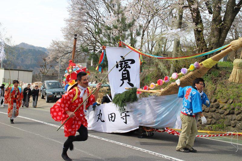 守田神社春の大例祭のおんべ 走っている姿